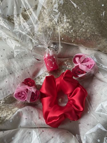 Scrunchie Soap Flower Candle Gift Set